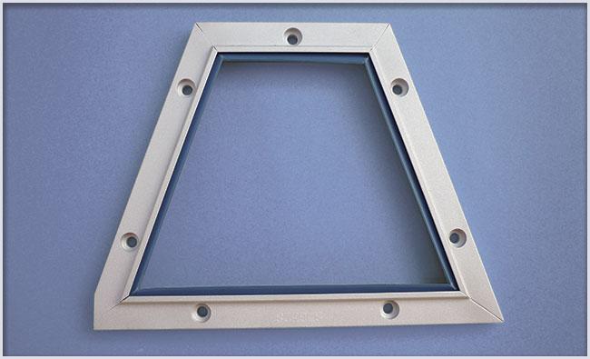 Ejemplo de limpia guías para maquinaria fabricada con perfil LA sobre plano con pasadores de unión.