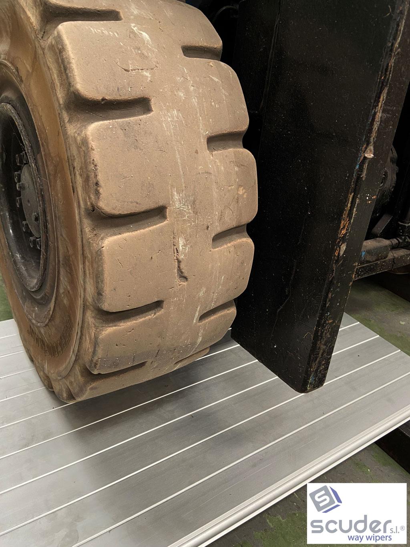 Persiana de protección para maquinaria modelo CLA pisable-cubrefosos